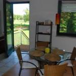 Frühstück mit Aussicht - der Essbereich in der Wohnung Müritz